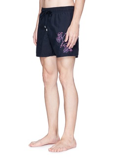 Vilebrequin 'Motu' cacatoès embroidered swim shorts