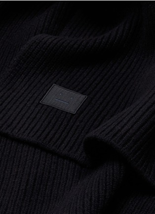 Detail View - Click To Enlarge - Acne Studios - 'Bansy L Face' emoticon patch wool rib knit scarf