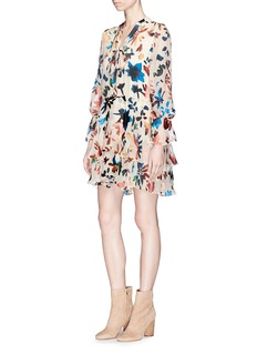 ALICE + OLIVIA Moore抽象花卉烂花连衣裙
