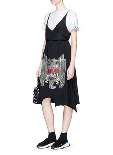 Vinti Andrews Falcon embroidered remake T-shirt skirt