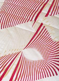 Frette Fireworks king size light quilt – Beige/Red