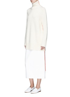The Row 'Donia' extended trim oversized cashmere turtleneck sweater