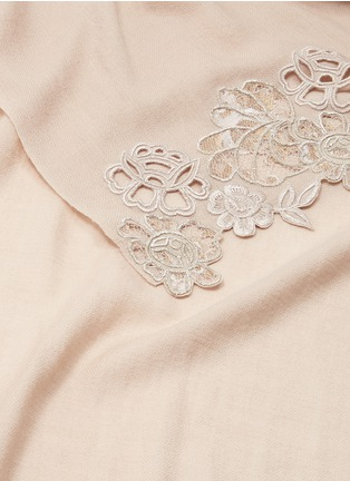 Detail View - Click To Enlarge - Janavi - Chantilly lace border Merino wool scarf