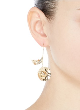 Figure View - Click To Enlarge - JW Anderson - Mismatched daisy leaf drop earrings