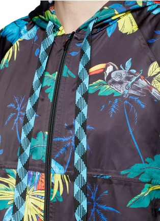 Detail View - Click To Enlarge - Marc Jacobs - Parrot print packable drawstring hoodie