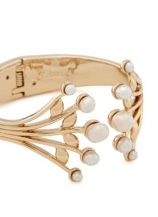 Detail View - Click To Enlarge - Lulu Frost - 'Alesia' freshwater pearl leaf cuff
