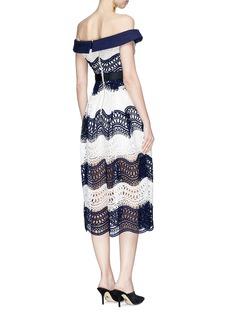 self-portrait Colourblock wavy guipure lace off-shoulder midi dress