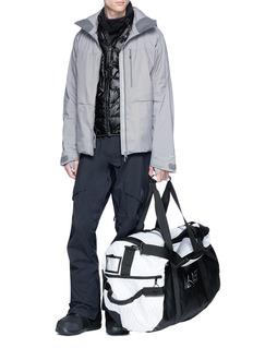 Burton AK457菱格印花行李袋