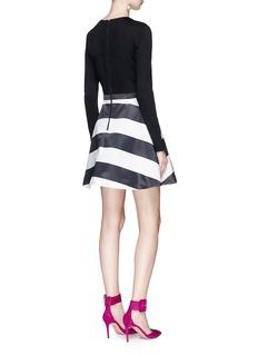 ALICE + OLIVIA Henrietta拼色条纹喇叭连衣裙