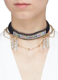 VENNA 彩珠及仿水晶点缀羽毛天鹅绒项圈