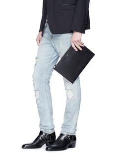 SAINT LAURENT 品牌名称烫印粒面小牛皮平板电脑套