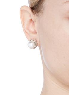 KENNETH JAY LANE 人造珍珠仿水晶金属底托耳环