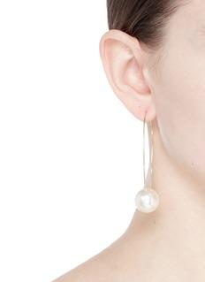 KENNETH JAY LANE 人造珍珠环形耳环