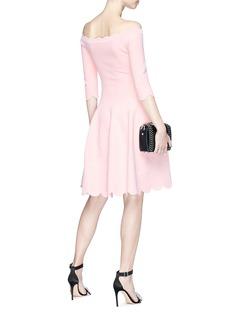 ALEXANDER MCQUEEN 玫瑰纹理贝壳边一字领连衣裙