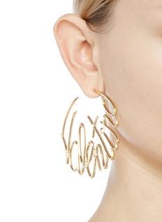 VALENTINO 品牌名称造型耳环