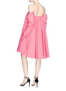 Calvin Klein 205W39NYC 羊腿袖一字领缎面连衣裙