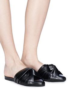 NO. 21 扭结装饰真皮平底穆勒鞋