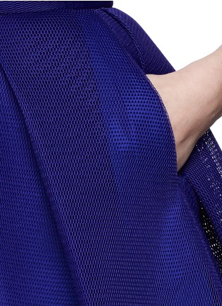 Detail View - Click To Enlarge - Comme Moi - Box pleat honeycomb mesh flare skirt