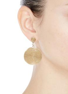 ELIZABETH AND JAMES Suki托帕石点缀镀金螺旋圆形吊坠耳环