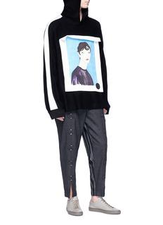 Pronounce Portrait appliqué contrast trim hoodie