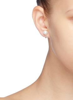KENNETH JAY LANE 人造珍珠金属底托夹耳式耳环