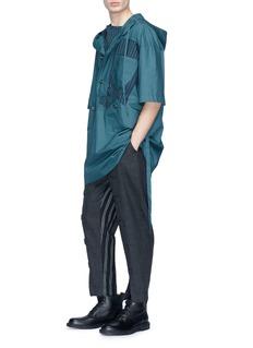 Junwei Lin 条纹布饰拼接连帽上衣
