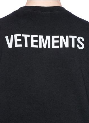 - Vetements - 'Staff' print unisex T-shirt