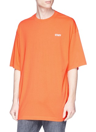 Detail View - Click To Enlarge - Vetements - 'Staff' print T-shirt