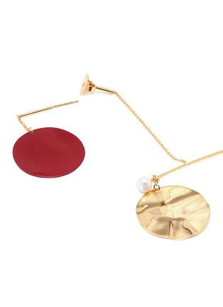 Detail View - Click To Enlarge - Anissa Kermiche - 'Mobile Rouge' mismatched drop earrings