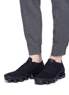 Nike 'Air Vapormax Triple Noir Flyknit' sneakers