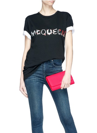 Front View - Click To Enlarge - Alexander McQueen - Skull charm chain leather crossbody bag