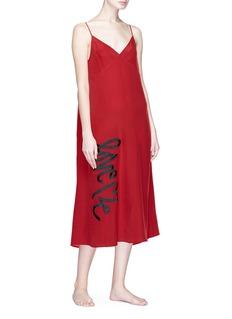 Love Me x Lane Crawford 品牌标志印花真丝吊带睡裙