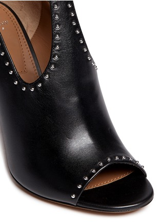 Detail View - Click To Enlarge - Givenchy - 'Elegant' stud leather T-strap sandals