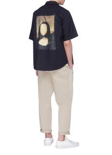 Pablo Rochat 'Mona Lisa's Tongue 1503' print short sleeve shirt