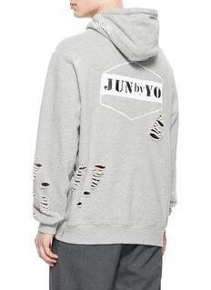 JUN by YO 品牌名称破洞设计连帽卫衣