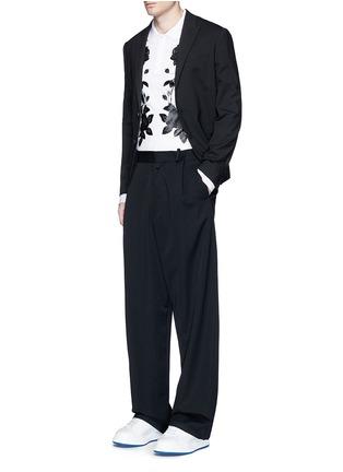 模特儿示范图 - 点击放大 - ALEXANDER MCQUEEN - 玫瑰花胶印纯棉polo衫