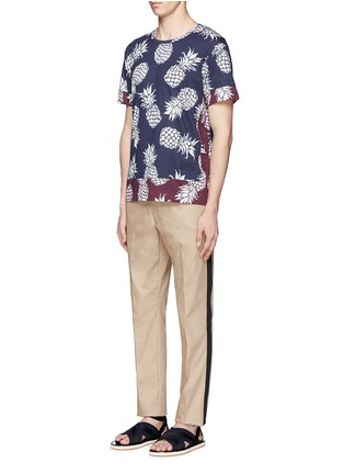 Figure View - Click To Enlarge - Valentino - Pineapple print contrast hem T-shirt