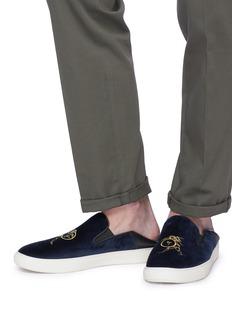 BING XU Moroccan战士刺绣天鹅绒踩跟式便鞋