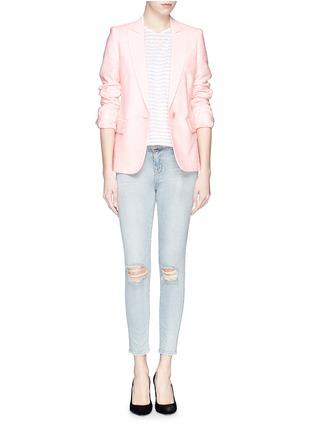 模特儿示范图 - 点击放大 - J BRAND - 破洞修身牛仔裤