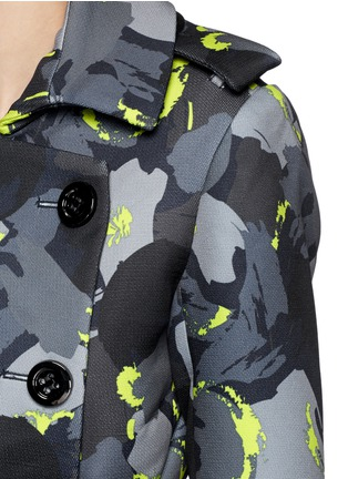 Detail View - Click To Enlarge - Comme Moi - Abstract print piqué trench coat