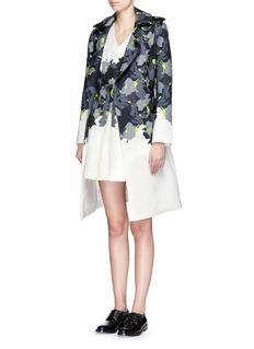 COMME MOIAbstract print piqué V-neck dress