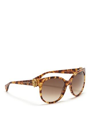 模特儿示范图 - 点击放大 - ALEXANDER MCQUEEN - Sunray skull tortoiseshell acetate sunglasses