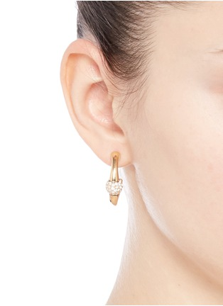 模特儿示范图 - 点击放大 - CHLOÉ - 'Darcey' Swarovski crystal pavé half hoop earrings