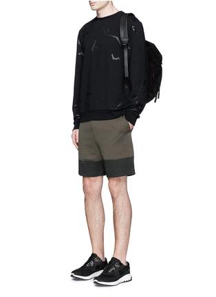 模特儿示范图 - 点击放大 - ALEXANDER WANG  - 条状胶印纯棉卫衣