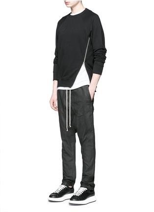 模特儿示范图 - 点击放大 - Rick Owens DRKSHDW - 涂层弹性棉料低裆牛仔裤