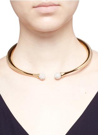 模特儿示范图 - 点击放大 - CHLOÉ - DARCEY仿水晶黄铜项链