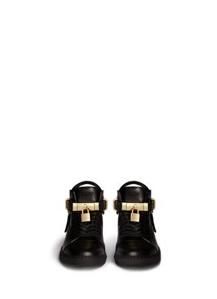 模特儿示范图 - 点击放大 - Buscemi Shoes - 100mm锁扣真皮中筒球鞋