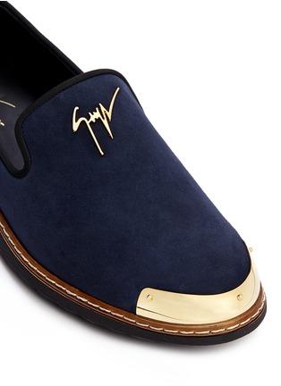 细节 - 点击放大 - GIUSEPPE ZANOTTI DESIGN - 金属片装饰麂皮乐福鞋