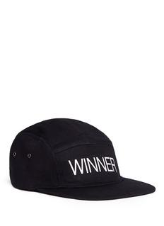 MERRILL AND FORBESWINNER斜纹布棒球帽