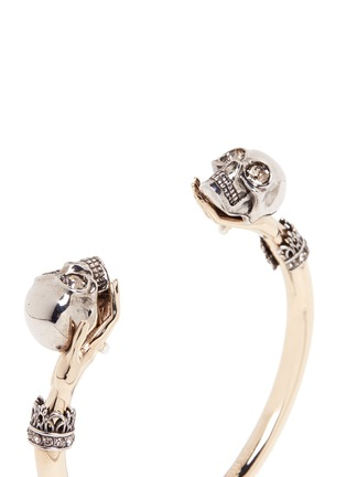 Detail View - Click To Enlarge - Alexander McQueen - Hand and twin skull cuff